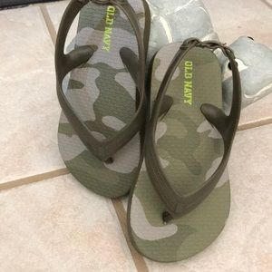 New boy sandals without tags